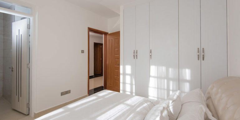 1498677816-Guest-room-2